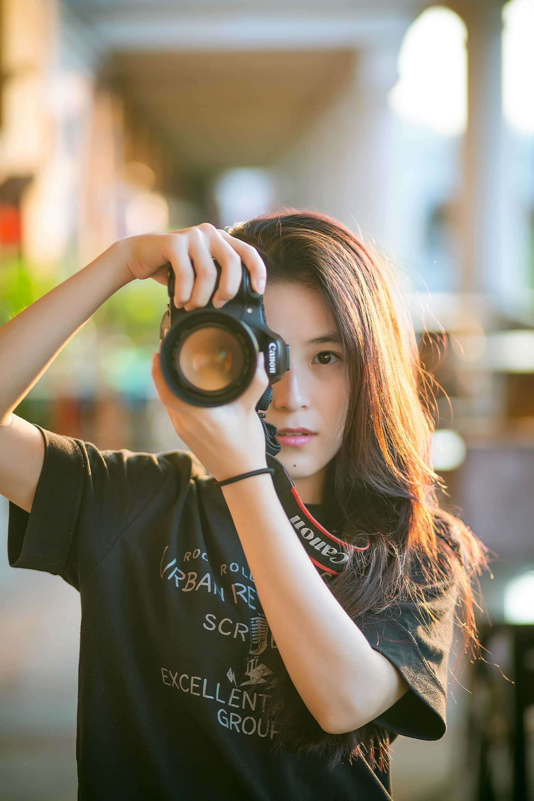 woman-camera-girl-photographer-139829