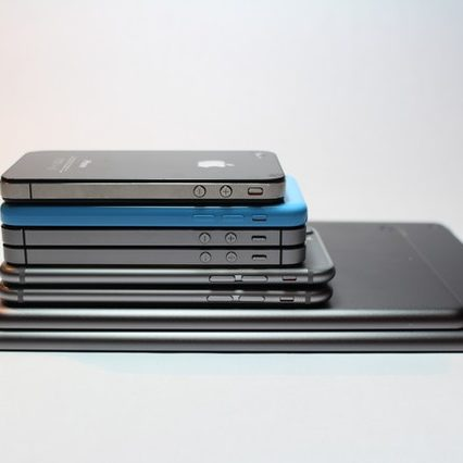 apple-devices-cellphone-close-up-electronics-341523